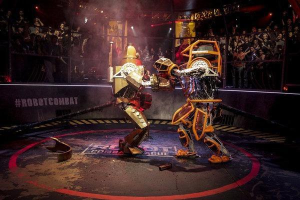 """""""Giải đấu robot"""" giống phim Real Steel xuất hiện ngoài đời thực"""