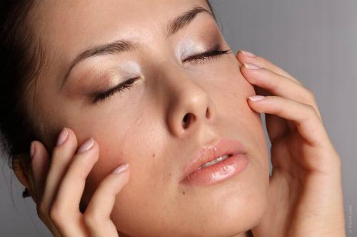 Đoán bệnh dựa vào biểu hiện bất thường trên mặt