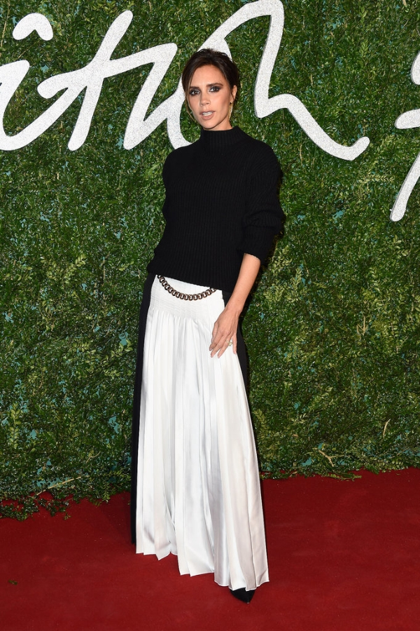 Victoria Beckham và Cara Delevingne thắng lớn tại Giải thưởng Thời trang Anh
