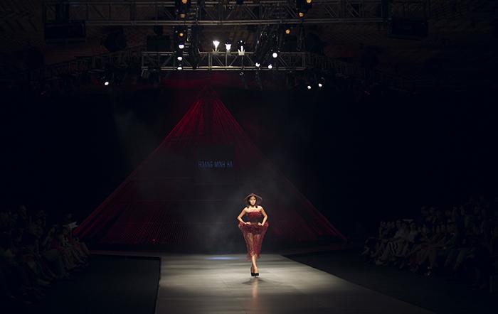 BST gây 'choáng' tại Tuần lễ thời trang quốc tế Việt Nam