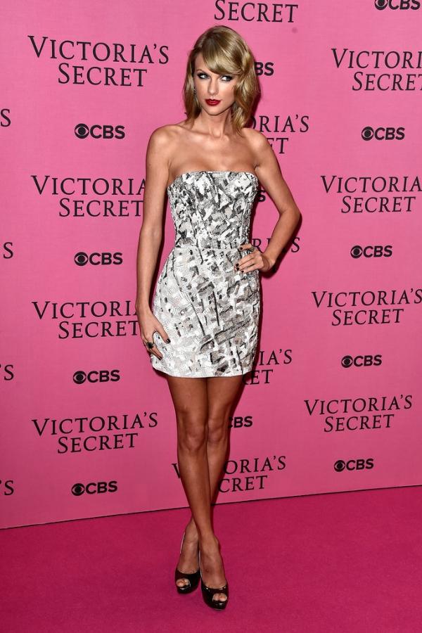 Dàn thiên thần khoe dáng 'bỏng mắt' trong bữa tiệc Victoria's Secret