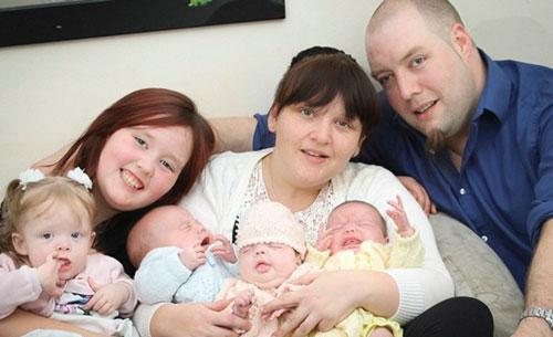 Bà mẹ sinh 4 con chỉ trong 11 tháng
