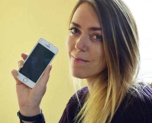 Mua iPhone 5S thấy danh bạ toàn số người nổi tiếng