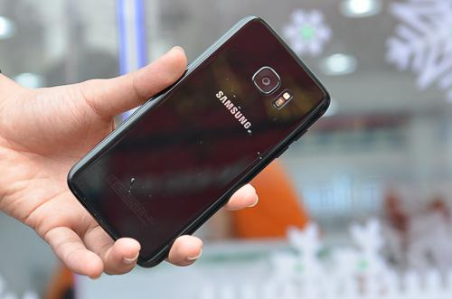Galaxy S7e phiên bản đen bóng có giá 18,99 triệu đồng